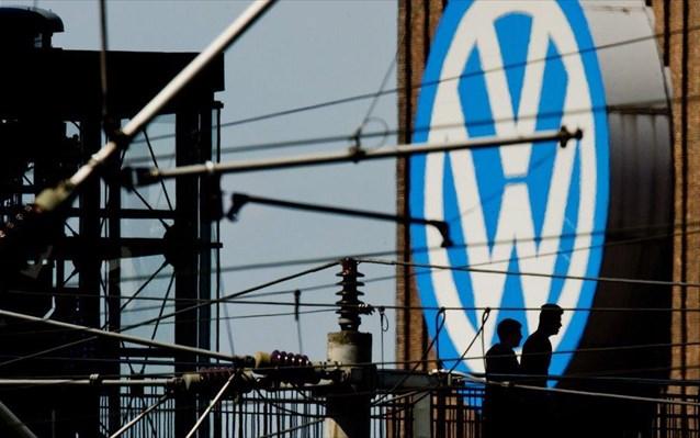 Volkswagen: Ίσως χρειαστεί να μειώσει περαιτέρω την παραγωγή εξαιτίας της έλλειψης ημιαγωγών