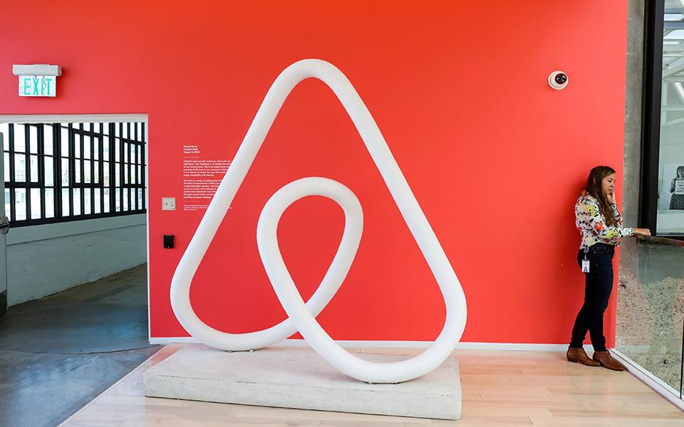 Η Airbnb με μεγαλύτερη κεφαλαιοποίηση από τις Marriott και Hilton μαζί