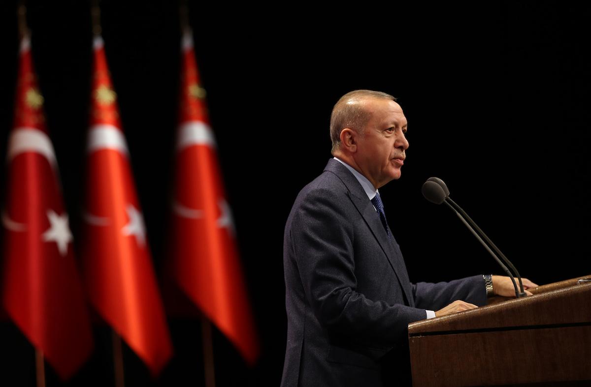Bloomberg: Μετά την επίδειξη δύναμης έρχεται το μεγάλο στρατηγικό δίλημμα για τον Ερντογάν