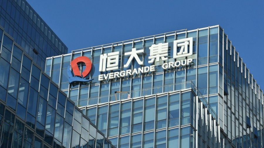 Evergrande: Η εταιρεία με τα 300 δισ. δολ. χρέη που απειλεί να τινάξει την κινεζική οικονομία στον αέρα