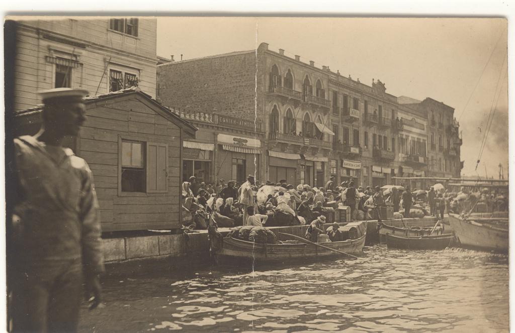 """Ως πότε θα κυνηγάει την Ελλάδα το """"φάντασμα του 1922"""";"""