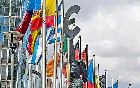 Ευρωζώνη: Ανάπτυξη 2% του ΑΕΠ σε τριμηνιαία βάση, άλμα 13,7% στο έτος