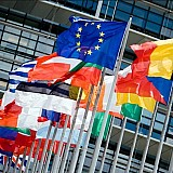 Η Κομισιόν μπλοκάρει 10 μεγάλες τράπεζες από κοινοπρακτικές εκδόσεις για το Ταμείο Ανάκαμψης