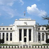 Δύο αυξήσεις επιτοκίων έως τα τέλη του 2023 δείχνει η Fed