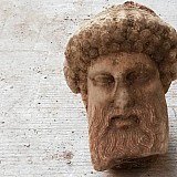 Τα μυστικά του Ερμή: Πώς βρέθηκε, 2.400 χρόνια μετά, από την Ακρόπολη στην αποχέτευση της Αιόλου