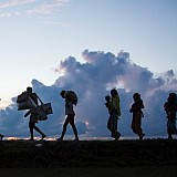 Στην παγίδα του μεταναστευτικού η Ελλάδα – Θα την καταπιεί αν δεν αντιδράσουμε