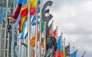 Ελάφρυνση χρέους με ρήτρα ανάπτυξης προτείνουν ESM, Γαλλία
