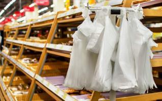 Κατά 80% μειώθηκε η πλαστική σακούλα
