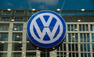 Έφοδος των εισαγγελικών και φορολογικών Αρχών στα γραφεία της Volkswagen