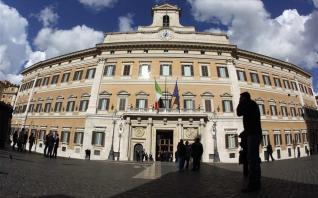 Ιταλία: Εγκρίθηκε νέο πακέτο στήριξης €8 δισ.