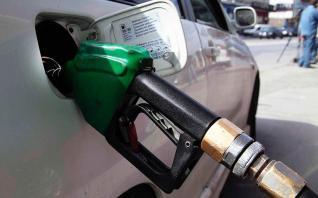 Τα ακριβά καύσιμα λόγω φόρων γίνονται ακριβότερα λόγω Τραμπ