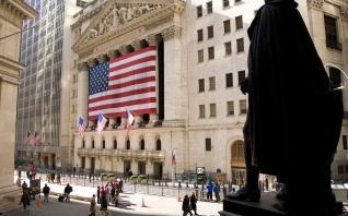 Σε υψηλό δεκαετίας το εμπορικό έλλειμμα των ΗΠΑ