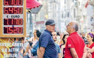 Αμετάβλητα στο 24% τα επιτόκια στην Τουρκία και νέος γύρος πιέσεων στη λίρα