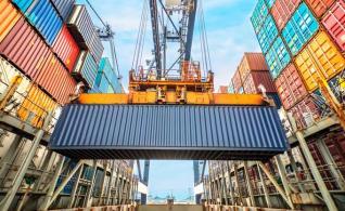 """ΠΣΕ: Έσπασαν το """"φράγμα"""" των 30 δισ. οι ελληνικές εξαγωγές στο 11μηνο 2018"""