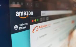 """Πώς απειλεί τους μεγάλους του εμπορίου το φαινόμενο """"amazon.com"""""""