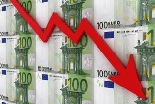 Euro falls on economic growth fears