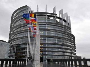 Χαλαρότερους κανόνες για τα κόκκινα δάνεια ψήφισε το Ευρωκοινουβούλιο