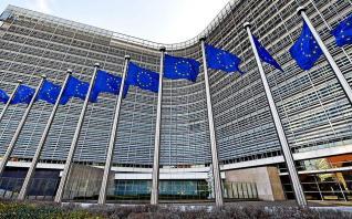 """Κομισιόν: Έτοιμη να εγκρίνει """"προσωρινά μέτρα"""" απέναντι στην αύξηση της τιμής του φυσικού αερίου και του ηλεκτρικού"""