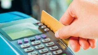 Με κάρτα όλες οι συναλλαγές άνω των 300 ευρώ