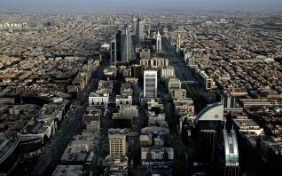 Επενδυτικό πρόγραμμα 425 δισ. δολ. για να απεξαρτηθεί από το πετρέλαιο ανακοίνωσε η Σ. Αραβία