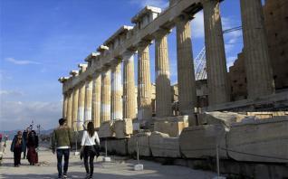 Reuters: Η απώλεια της τουριστικής σεζόν απειλεί να αφανίσει τις θυσίες μίας δεκαετίας