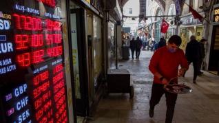 """Φρενίτιδα Bitcoin στην Τουρκία - Επενδύουν για να γλιτώσουν από την """"κατρακύλα"""" της λίρας"""