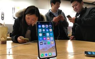 «Κόκκινη κάρτα» στην Apple από κινεζικό δικαστήριο
