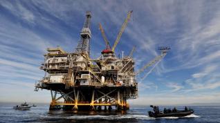 Στο τέλος θα μας μείνουν μόνο οι πετρελαιοκηλίδες...
