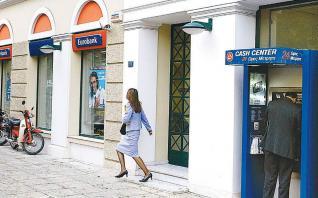 Μάχη Pimco και Fortress για κόκκινα δάνεια της Eurobank