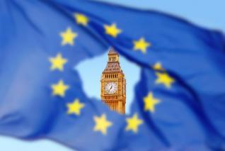 Το σκληρό Brexit θα φέρει ισχυρές αναταράξεις στις αγορές