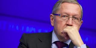 Ρέγκλινγκ: Συνδέει τη μείωση φόρων με το αφορολόγητο