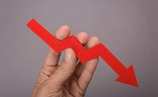 ΔΕΚΟ με έξοδα 3,5 φορές τα έσοδα και συσσωρευμένες ζημίες 11 δισ.