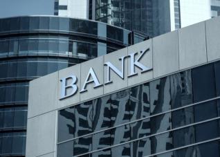 Τι δίνουν οι τράπεζες για να... μαζέψουν το ρευστό