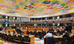 Στο τραπέζι του Eurogroup τα 410 δισ. ευρώ του ESM και η έκδοση ευρωομολόγου