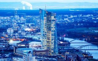 Νέο στόχο για τον πληθωρισμό ζητούν τα «γεράκια» της ΕΚΤ