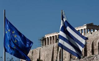 Καμπανάκι της ΕΚΤ για τη ρευστότητα και τα κόκκινα δάνεια στην Ελλάδα