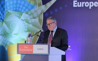 Ρέγκλινγκ: Καθησυχάζει για τον κίνδυνο ύφεσης, αλλά θέλει περισσότερη ενοποίηση στην Ευρωζώνη