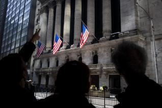 Μετά από 128 μήνες ανάπτυξης, η αμερικανική οικονομία σε ύφεση!