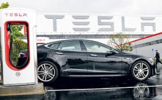 Από τρίμηνο σε τρίμηνο η επίτευξη κερδών της Tesla
