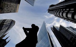 ΕΙU: Πέντε μεγάλοι κίνδυνοι που απειλούν την παγκόσμια οικονομία