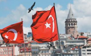 Συγκεντρώνουν μετρητά και αποπληρώνουν χρέη οι τουρκικές επιχειρήσεις