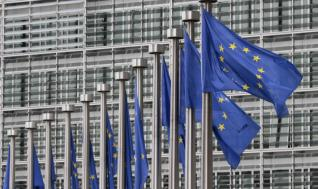 Η ΕΕ σκέπτεται αντίμετρα στους αμερικανικούς δασμούς
