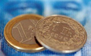 Ελβετικό φράγκο: Η «μόδα» που πλήρωσαν ακριβά 1 εκατ. Ευρωπαίοι καταναλωτές