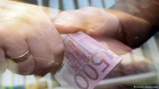 Eθνικό σπορ των Ελλήνων το «φακελάκι» και η φοροδιαφυγή