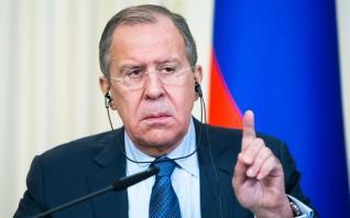 Τι φέρνει ο Λαβρόφ από τη Μόσχα στην Αθήνα