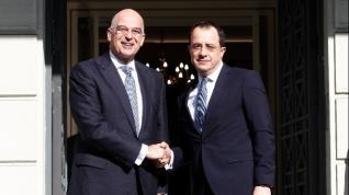 Ν. Δένδιας-Ν. Χριστοδουλίδης: Κοινός βηματισμός Ελλάδας-Κύπρου για πιο στοχευμένες κινήσεις