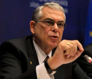 Τα εγκλήματα του Λουκά Παπαδήμου σε βάρος της Ελλάδας