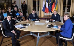 Σε ψυχρό κλίμα η πρώτη συνάντηση Πούτιν - Ζελένσκι
