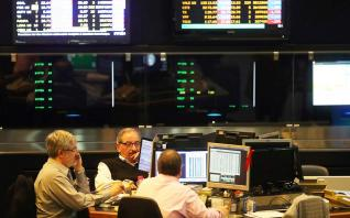 Οι τραπεζικές μετοχές και πάλι στόχος κερδοσκοπικών funds