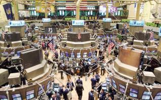 O Τραμπ «σπάει» την παράδοση της Wall Street